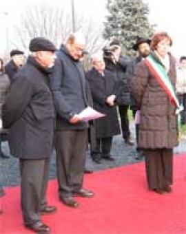 Un momento della cerimonia al Monte Stella di Milano