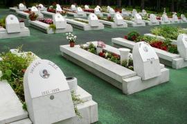 Cimitero di Tuzla con vittime di guerra (foto di: The Advocacy Project)