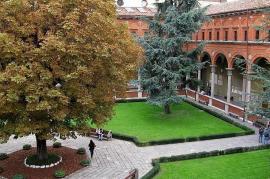 Chiostro dell'Università Cattolica (fonte Wikicommons)