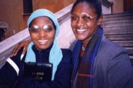 Jacqueline Mukansonera e Yolande Mukagasana