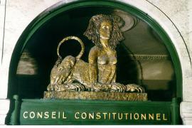 Il fregio sulla sede della Corte suprema francese (foto di pubblico dominio)