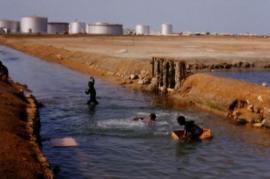 Una raffineria di petrolio in Sudan (foto Wikicommons, utente Ryi)