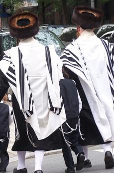 """Ebrei """"ultraortodossi"""" sulle strade di Brooklyn (foto di Adria)"""