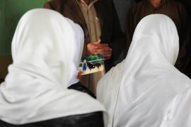 Donne afghane velate (foto di US Embassy Kabul)
