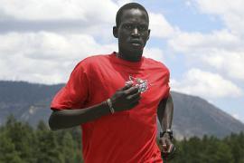 Il maratoneta Guor Marial (foto di Reuters)