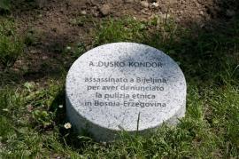 Il cippo per Dusko Kondor al Giardino dei Giusti di Milano (Foto di Gariwo)