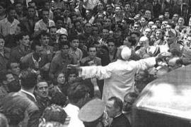 Papa Pacelli in visita al quartiere S. Lorenzo di Roma, dopo il bombardamento (1943)