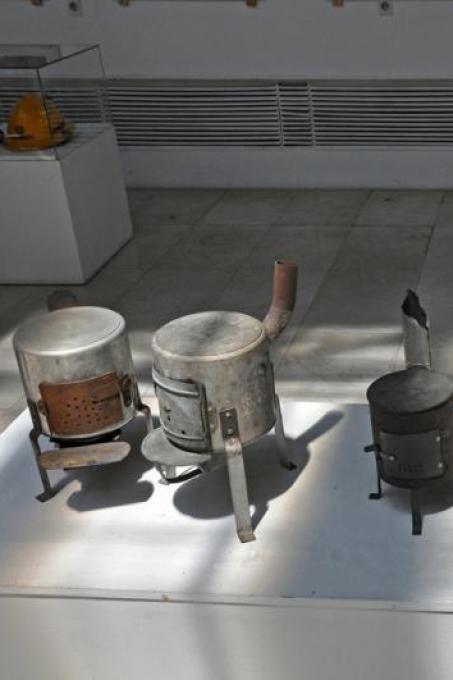 Dato che mancava l'elettricità, le persone avevano dovuto organizzarsi per cucinare il cibo (Foto di Anosmia)