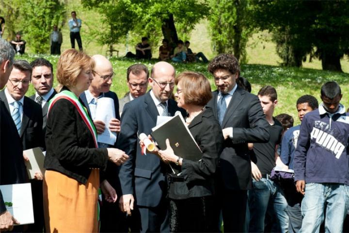 Il sindaco con Ewa Wierzynska, coordinatrice del programma Jan Karski - Unfinished Mission del Museo di Storia Polacca di Varsavia