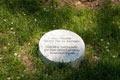 Il cippo sotto l'albero dedicato ai Giusti italiani
