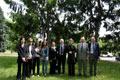 Pietro Kuciukian e Gabriele Nissim con Pierantonio Costa e i familiari dei Giusti onorati nel Giardino dei Giusti di Milano